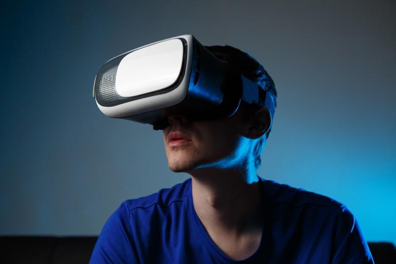 Man Virtual Game Head Set