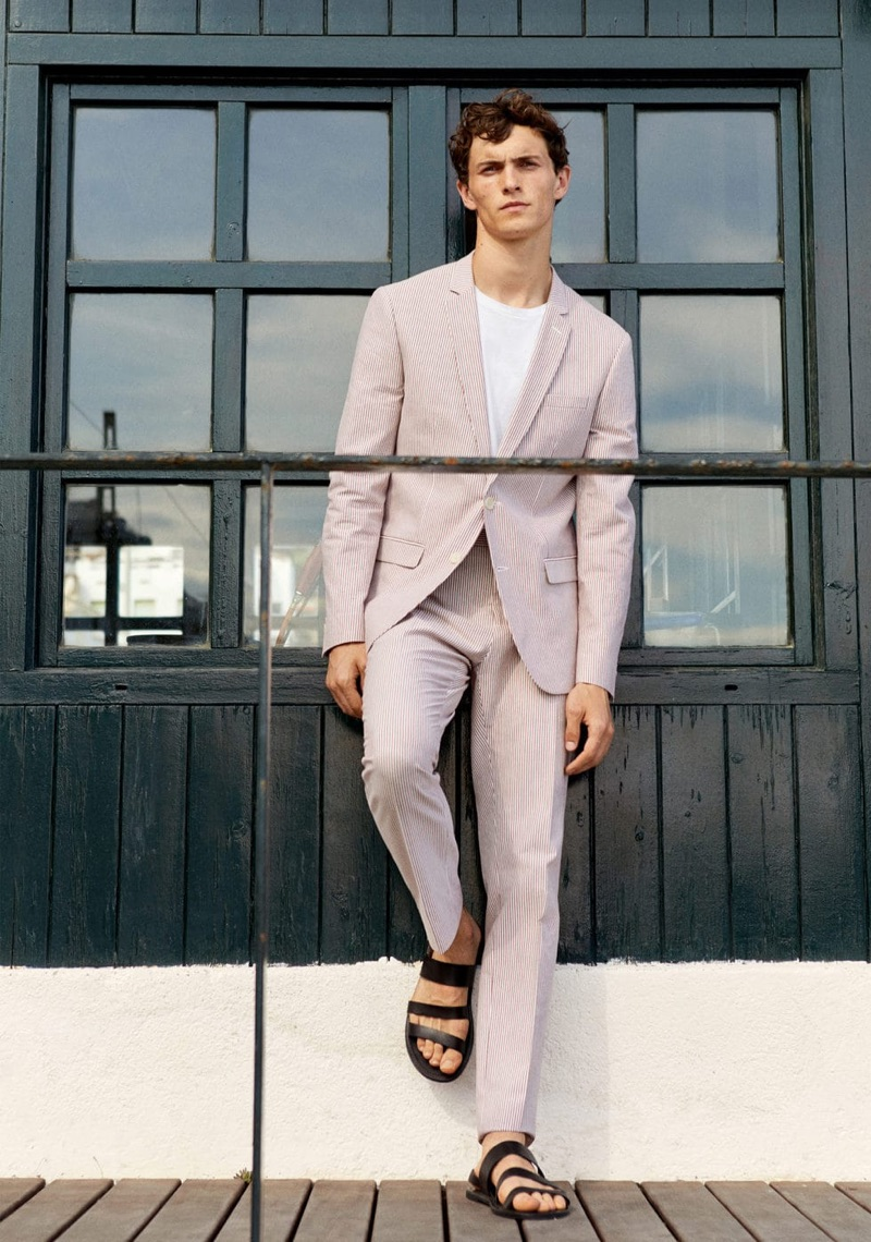 Donning an elegant suit, Luc Defont-Saviard connects with Mango for summer.