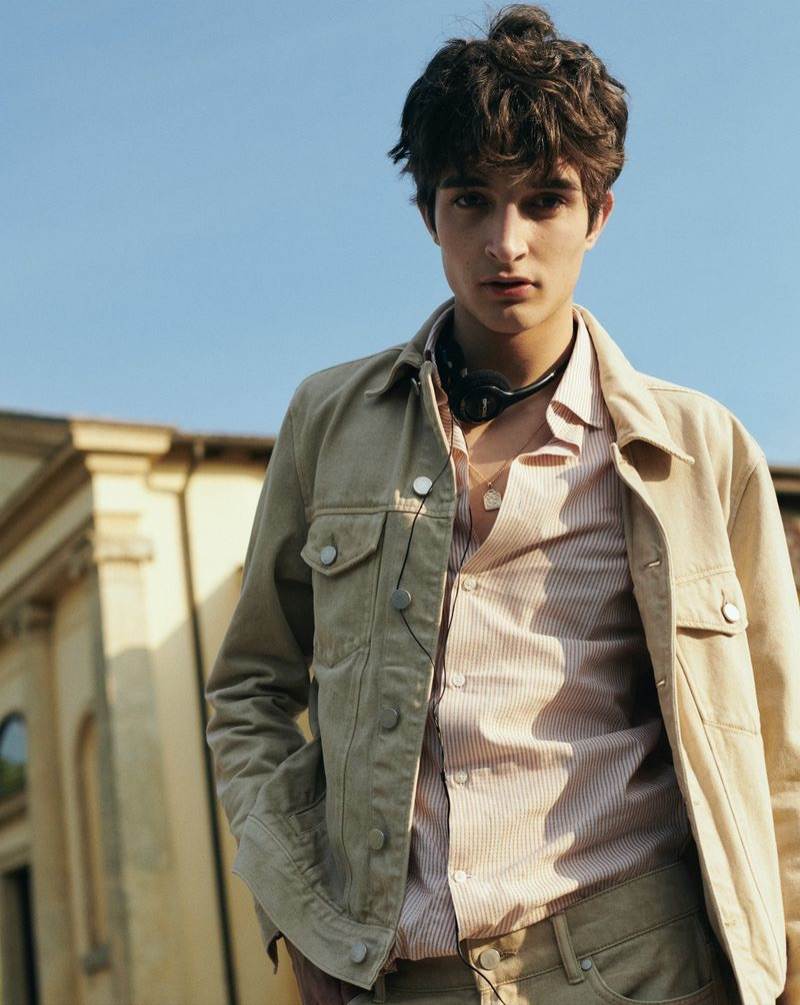 Donning neutrals, Pablo Fernandez wears classic men's clothing from Reserved.