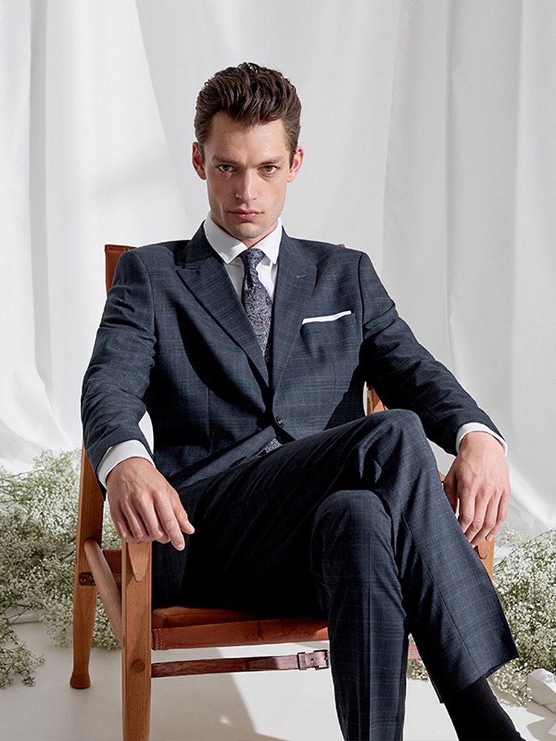 Model Nick Rea dons an elegant suit from Selected Homme.