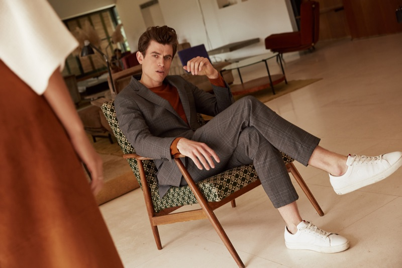 Luc van Geffen dons a sharp suit for s.Oliver Black Label's fall-winter 2019 campaign.