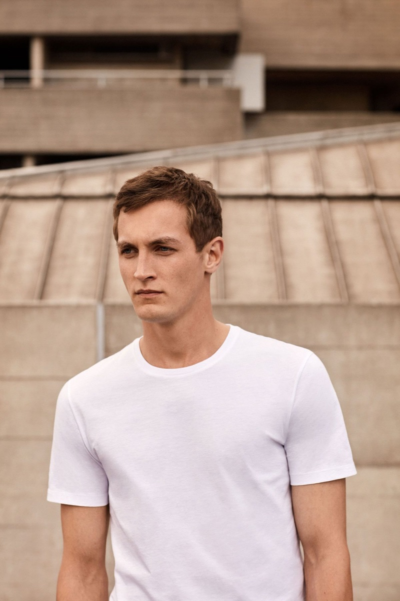 Model Rutger Schoone goes relaxed and easy in a COS t-shirt.