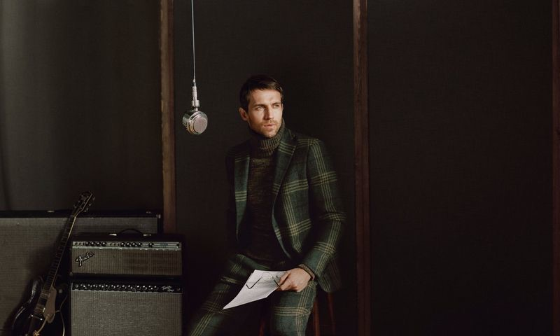 A dashing vision, Andrew Cooper stars in Daks' fall-winter 2019 campaign.