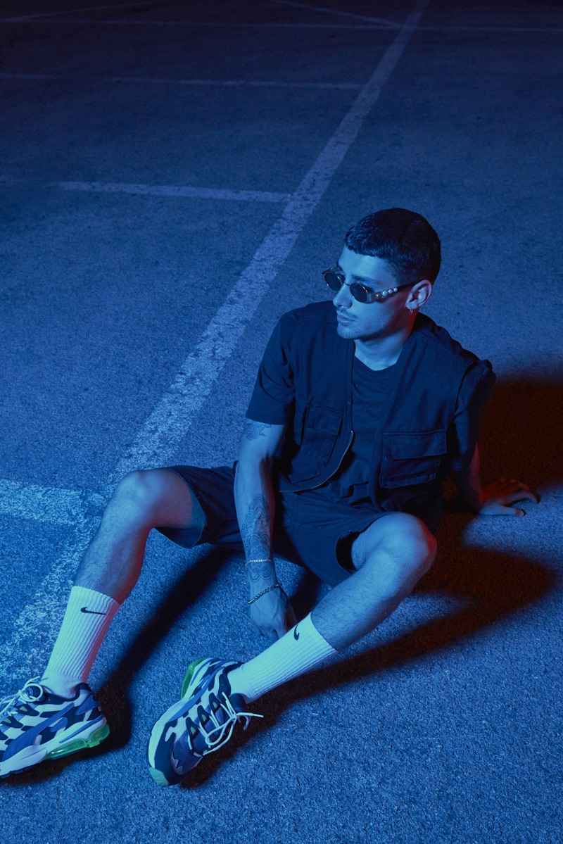 Nicolò wears t-shirt NIKE, shoes PUMA, shorts and jacket ASOS.