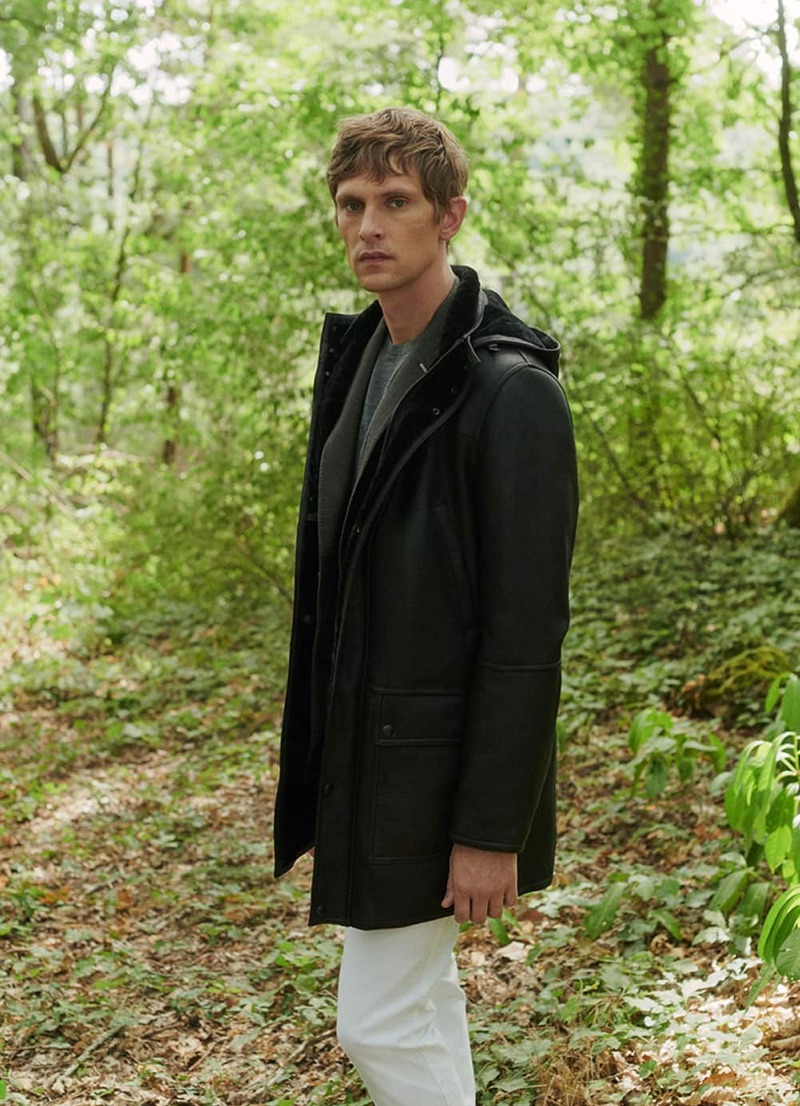 Taking to the woods, Mathias Lauridsen dons a fall look from Massimo Dutti.