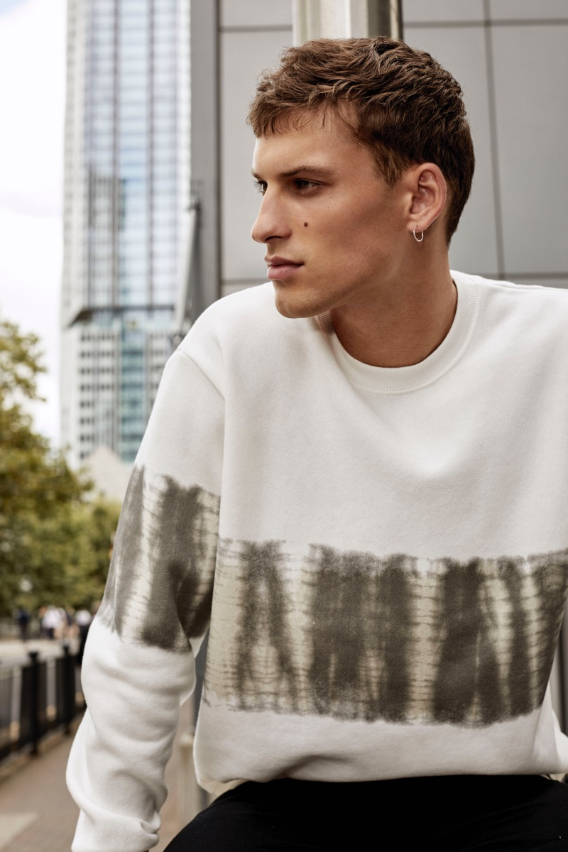 David Trulik rocks a graphic pullover from Pull & Bear's Urban collection.
