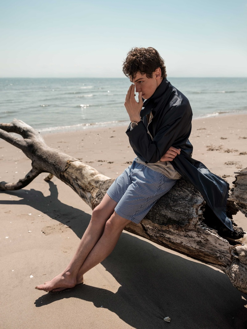 Ryan Gee Spends a Beach Day with Esquire España