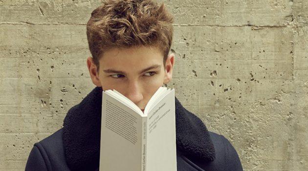Ivan Sudati is 'The Reader' for La Vanguardia