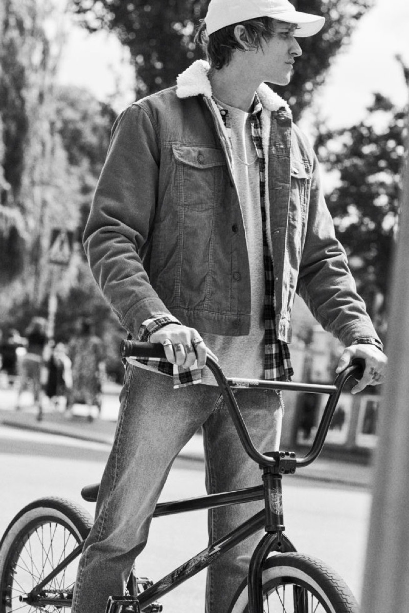 On the move, Leebo Freeman sports a corduroy jacket by H&M.
