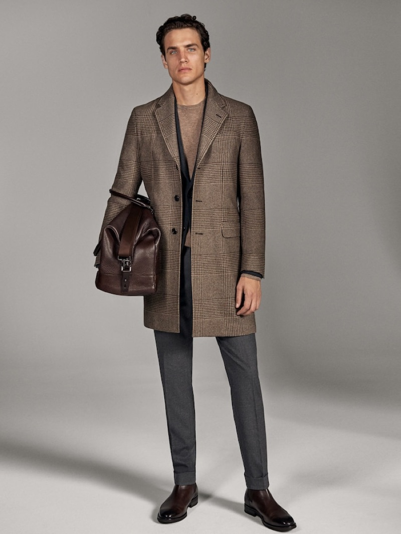 Federico Novello models an elegant look from Massimo Dutti's fall-winter 2019 runway collection.