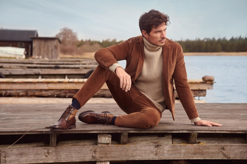 Making a case for brown corduroy, Andres Velencoso connects with Peek & Cloppenburg for its fall-winter 2019 campaign.