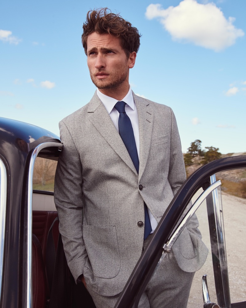 British model Tom Warren dons a sharp suit for Peek & Cloppenburg's fall-winter 2019 campaign.