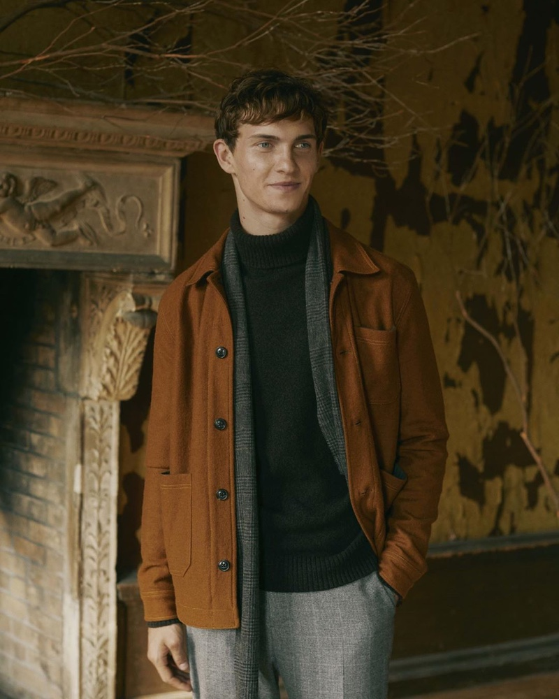 Luc Defont-Saviard links up with Banana Republic for fall, sporting the brand's latest menswear.