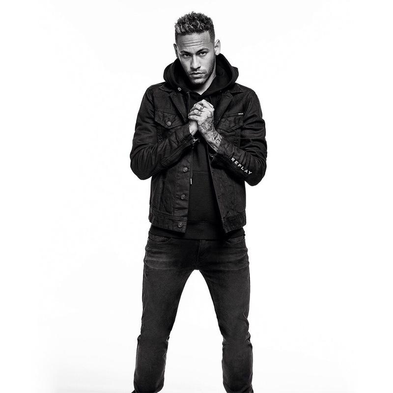 Neymar Jr. wears black jeans from Replay.