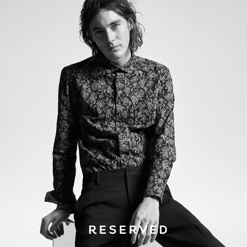Jaco van den Hoven dons a printed shirt with black trousers from Reserved.