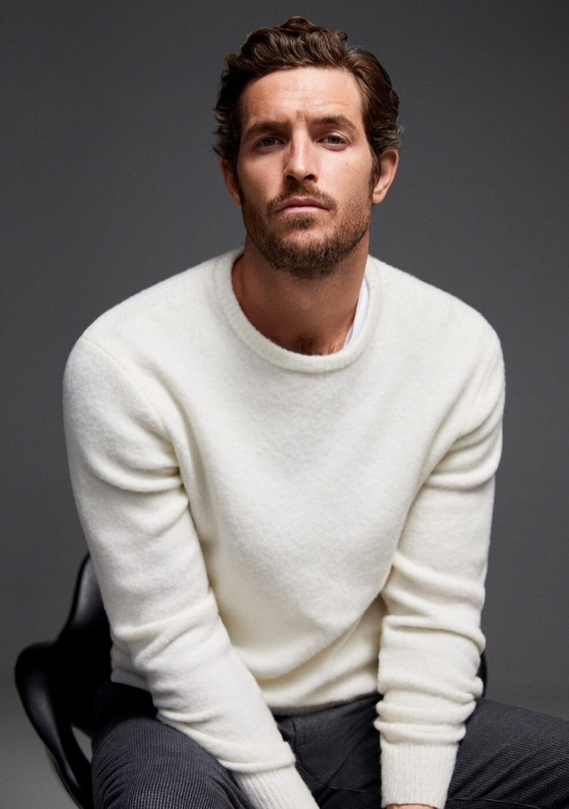 Justice Joslin dons a cream-colored sweater from Mango.
