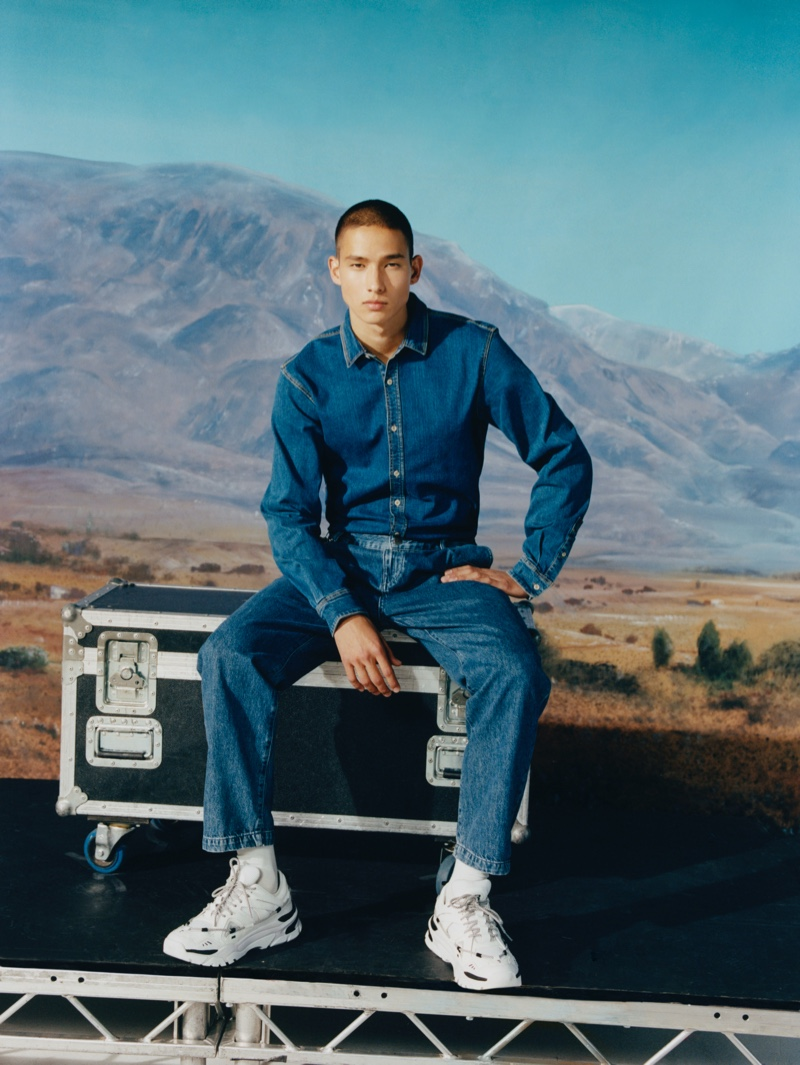 Tommy Vanden Meerssche doubles down on denim in a fall-winter 2019 look from Pull & Bear.
