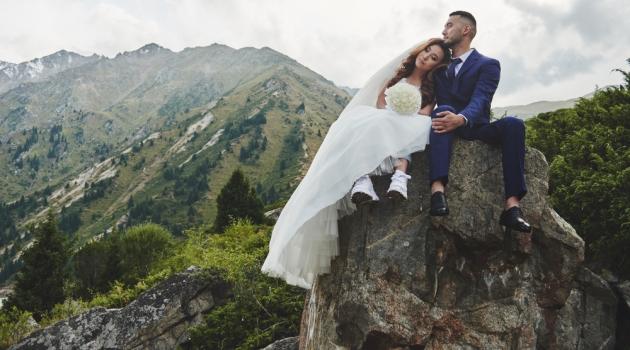 Wedding Couple Mountains