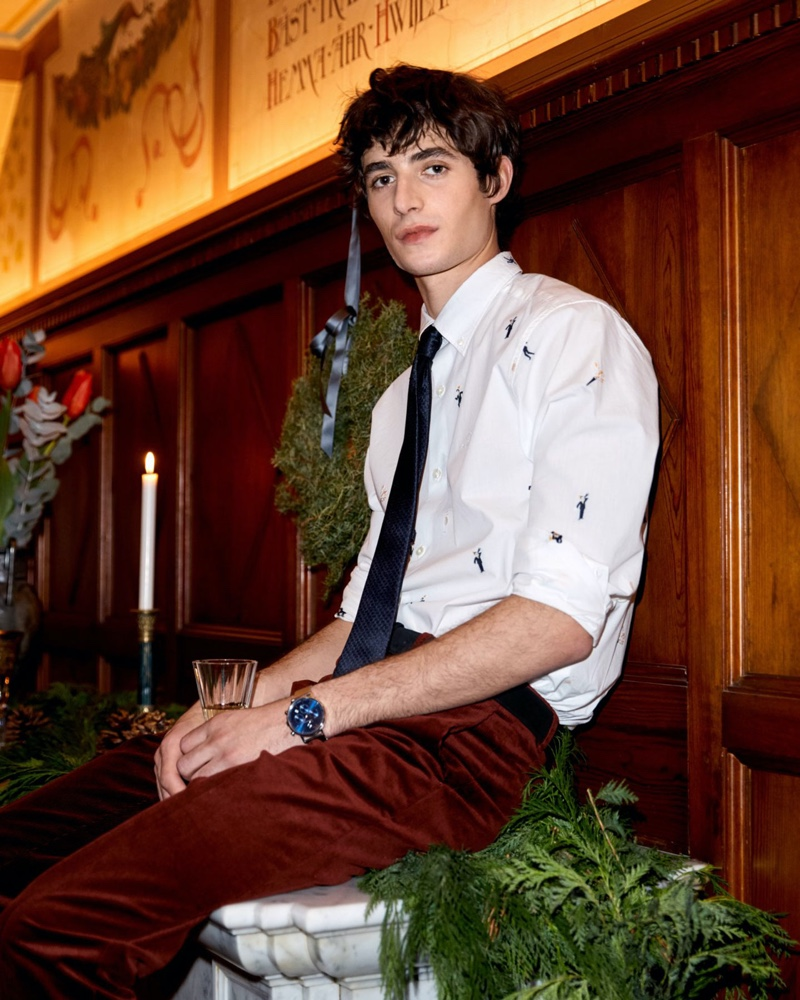 Donning a smart shirt, tie, and trousers, Oscar Kindelan stars in GANT's holiday 2019 campaign.