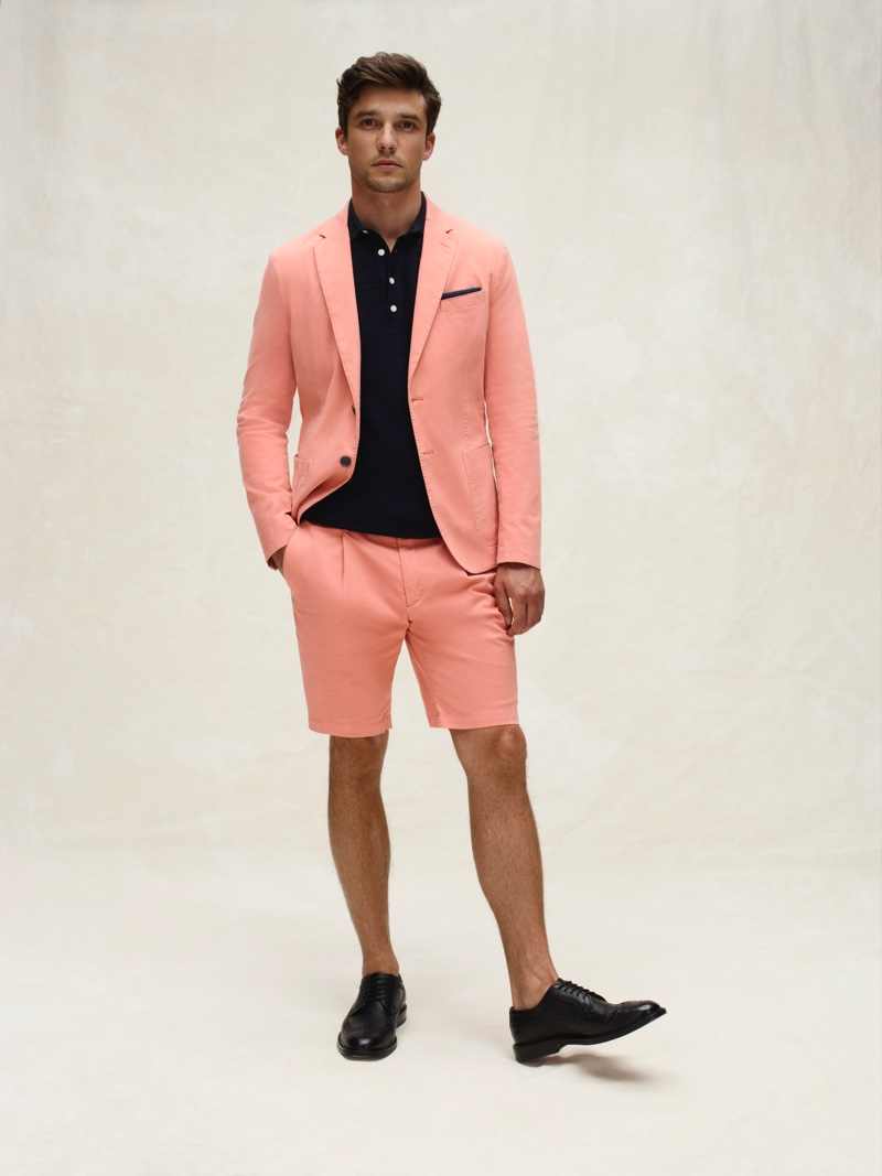 Donning a coral-colored short suit, Alexis Petit sports a chic look from Tommy Hilfiger's spring-summer 2020 collection.
