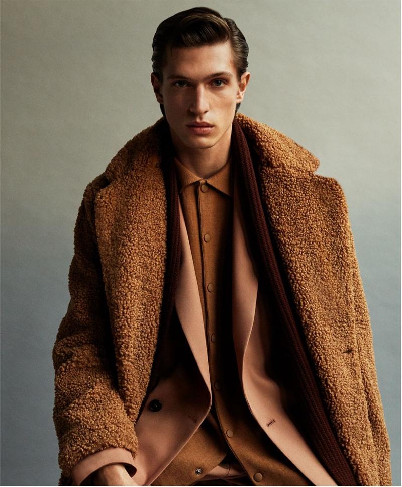 Drawn to rich brown hues, Edoardo Sebastianelli dons a standout look from Zara.