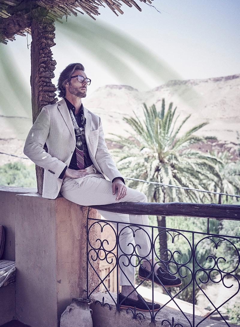 Donny wears glasses Cutler & Gross, shirt Saint Laurent, tie Hermès, loafers Geox, jacket and pants Baldessarini.
