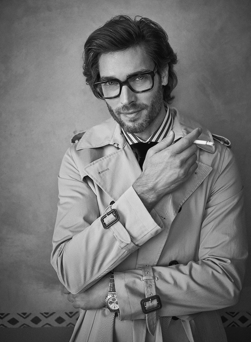 Donny wears trench YOOX, watch Bulgari, shirt and tie Brunello Cucinelli.