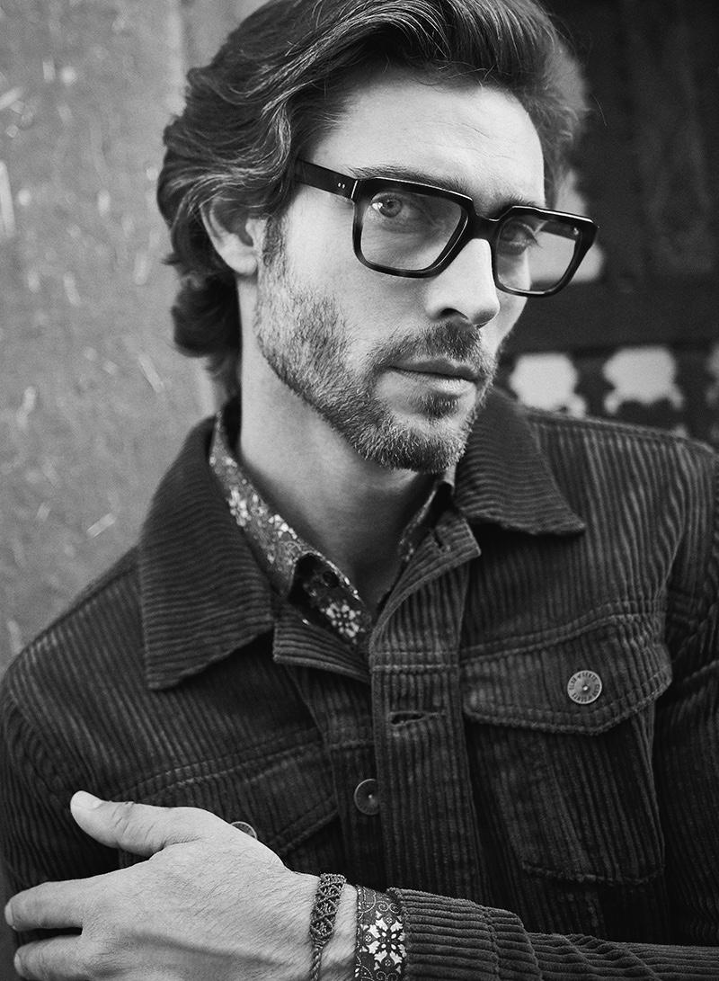 Donny wears glasses Cutler & Gross, bracelet Vintage Love, shirt and jacket Club of Gents.