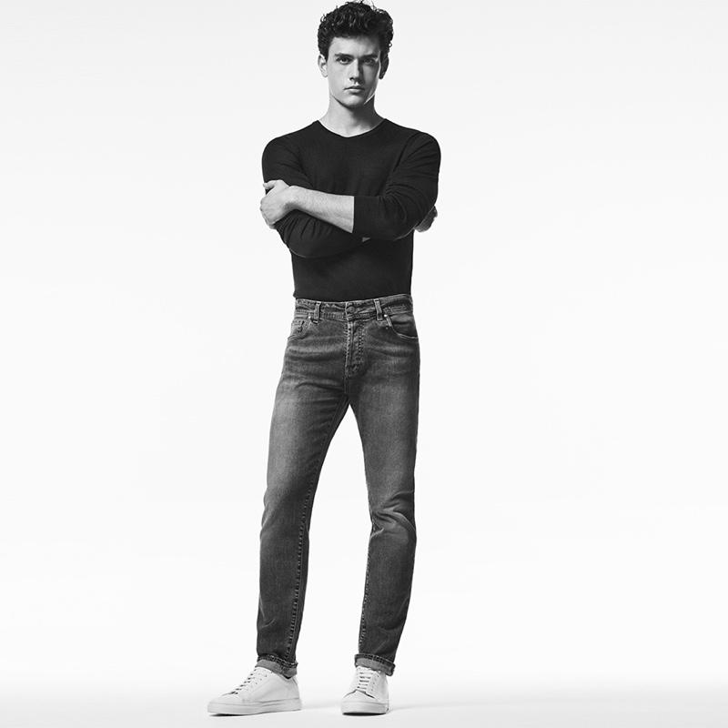 Embracing a regular slim fit, Xavier Serrano sports Liu Jo Uomo jeans.