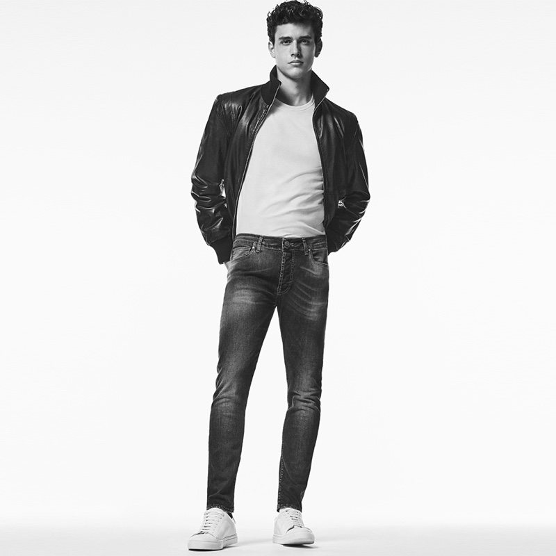 Front and center, Xavier Serrano rocks super slim jeans by Liu Jo Uomo.
