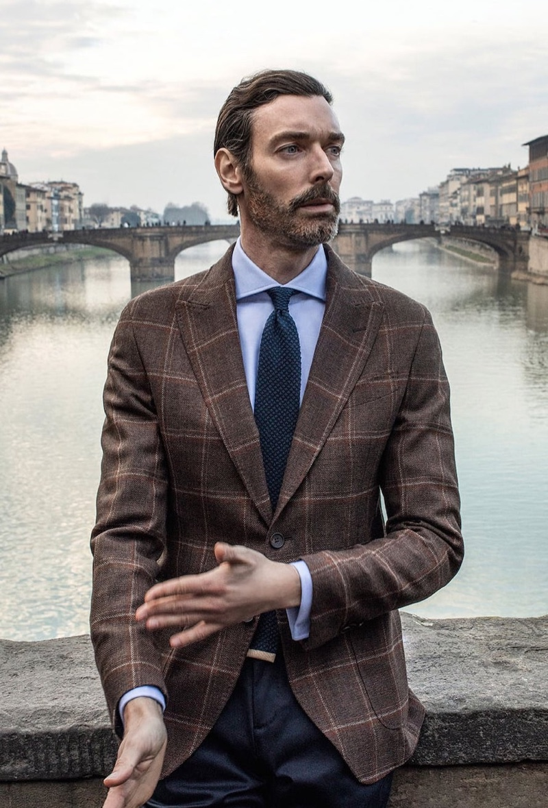 Richard Biedul dons a chic check suit jacket in a natural tone from Massimo Dutti.