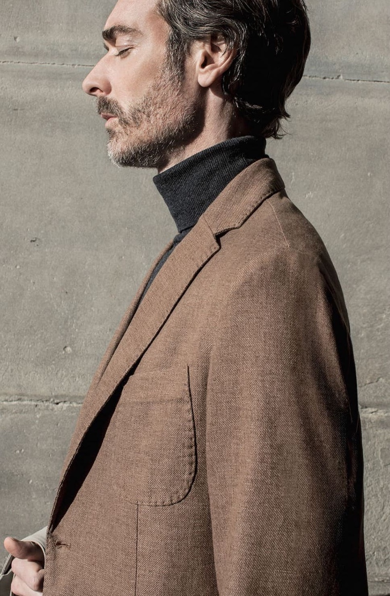 Delivering a side profile, Richard Biedul goes sartorial in a look from Massimo Dutti.