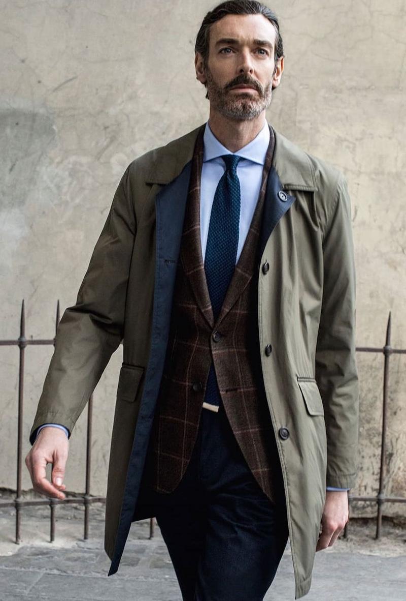 On the move, Richard Biedul inspires in Massimo Dutti menswear.