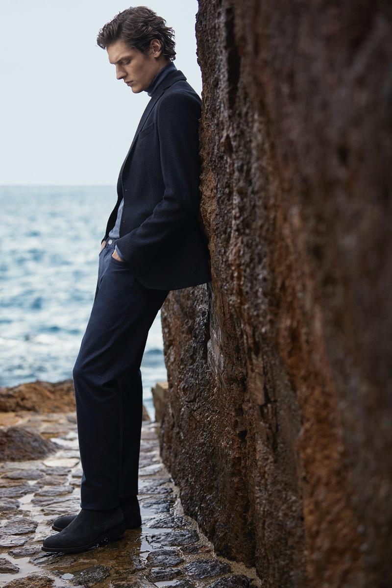 Venturing outdoors, Valentin Caron dons a tailored look from Massimo Dutti.
