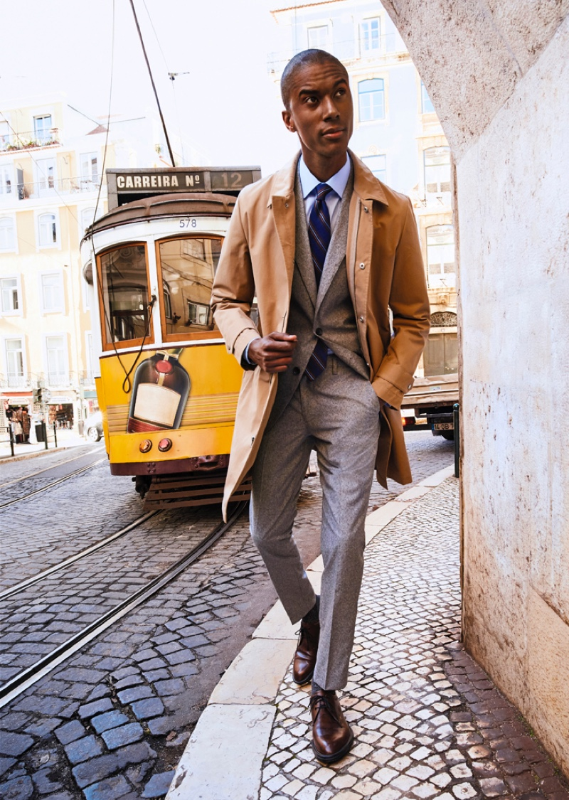 A suave vision, Claudio Monteiro dons a suiting number from Bonobos' spring-summer 2020 collection.