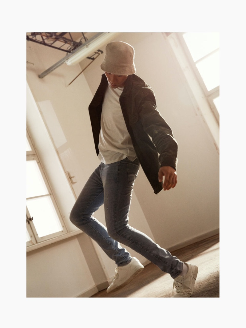 Showing off his best moves, Kamui Tanaka sports H&M's Freefit skinny jeans.