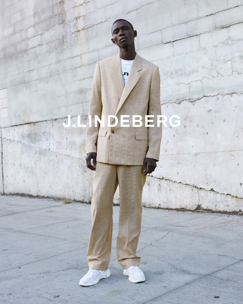 Donning a relaxed suit, Fernando Cabral appears in J.Lindeberg's spring-summer 2020 campaign.