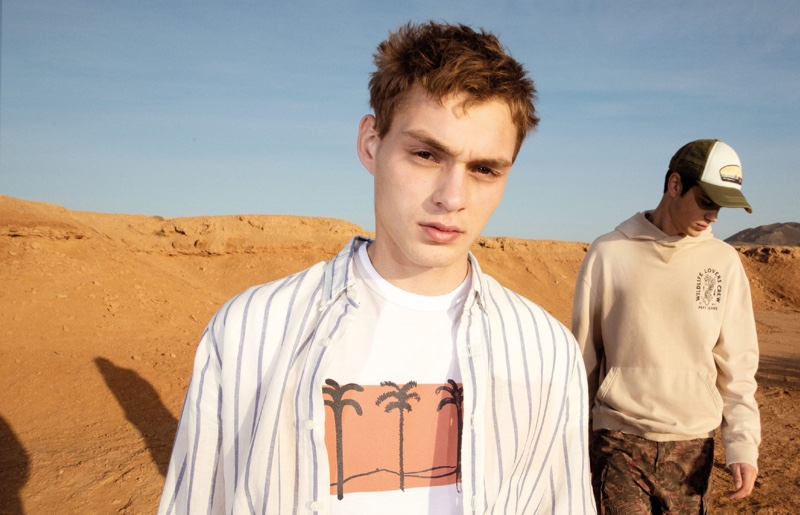 Pepe Jeans takes to the desert with Dani van de Water and Sam Steele for a spring style editorial.