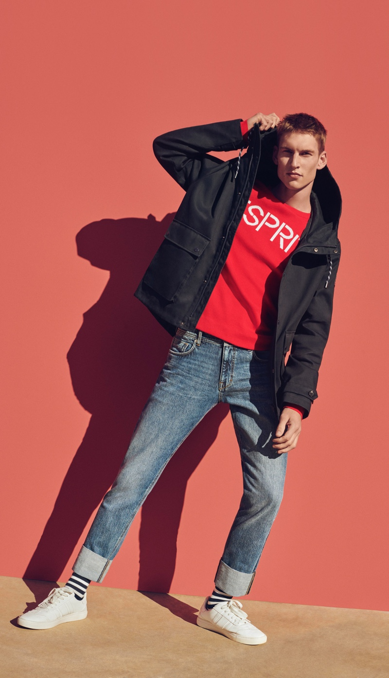 Going casual, Thom Voorintholt wears ESPRIT.