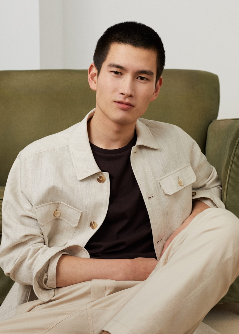 Dressing for the warm weather, Kohei Takabatake wears a linen overshirt from Mango.