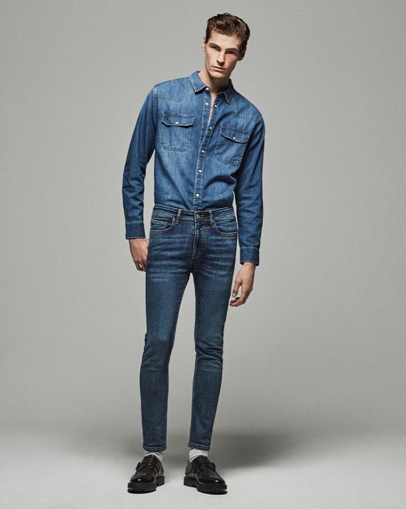 Aaron Shapiro rocks Zara's Skinny denim jeans.