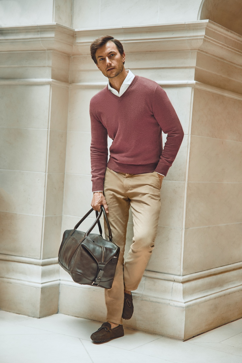 A smart vision, Craig Le Roux dons a Luca Faloni cashmere v-neck sweater in desert rose.