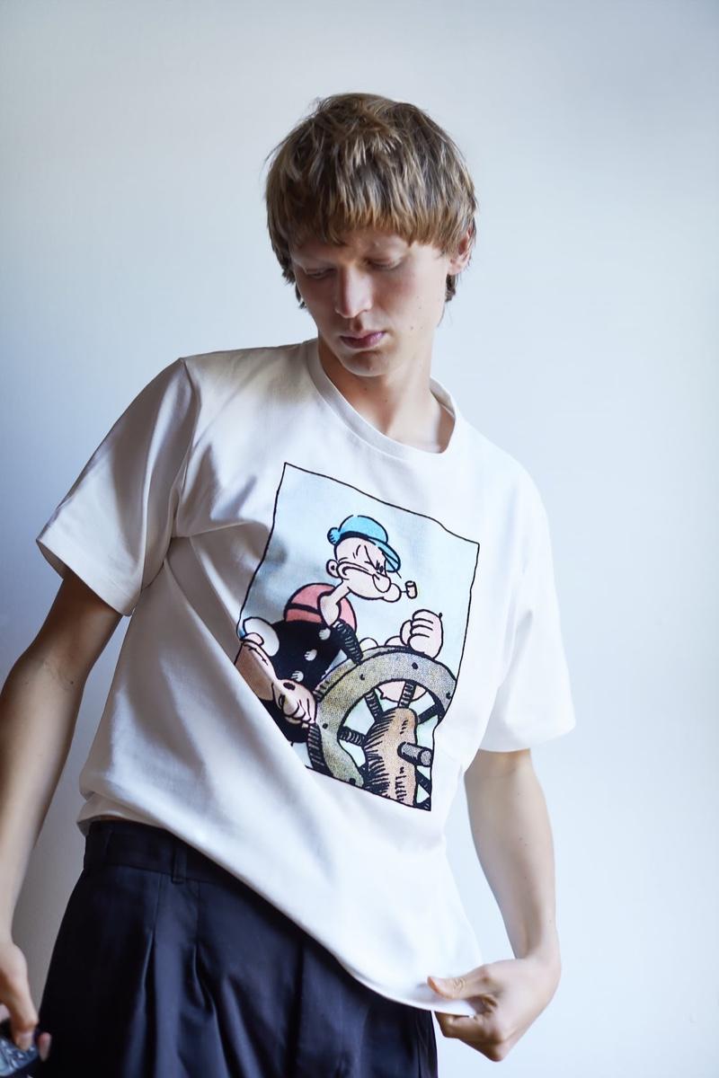 Going casual, Jonas Glöer rocks a Popeye graphic tee from Zara.