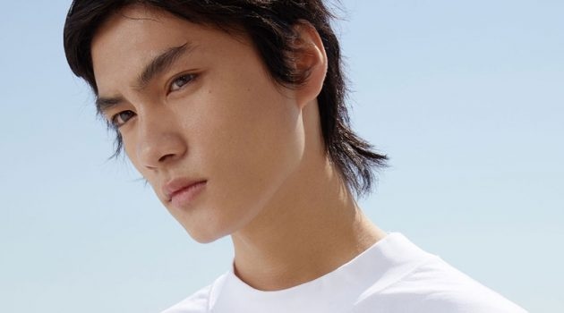 Kin Huang connects with COS to sport its new summer styles.
