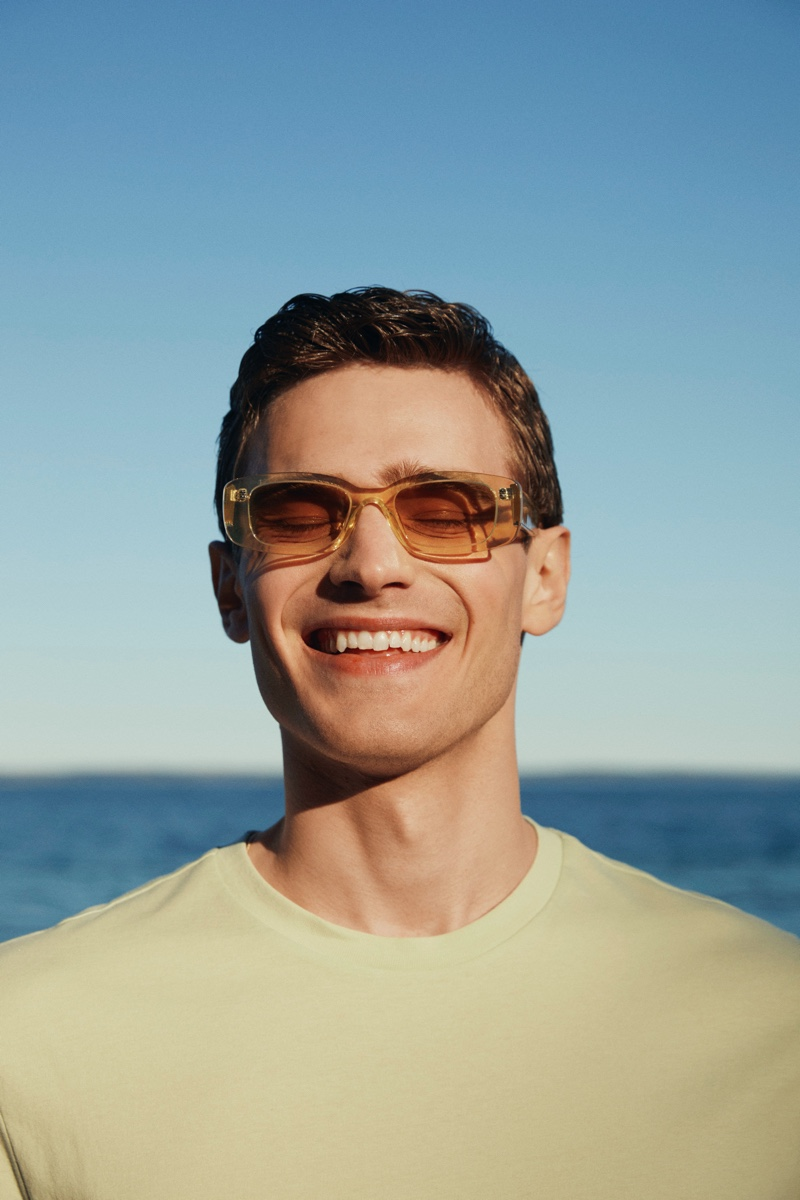 All smiles, Bo Develius wears modern shades from the H&M x CHIMI collaboration.