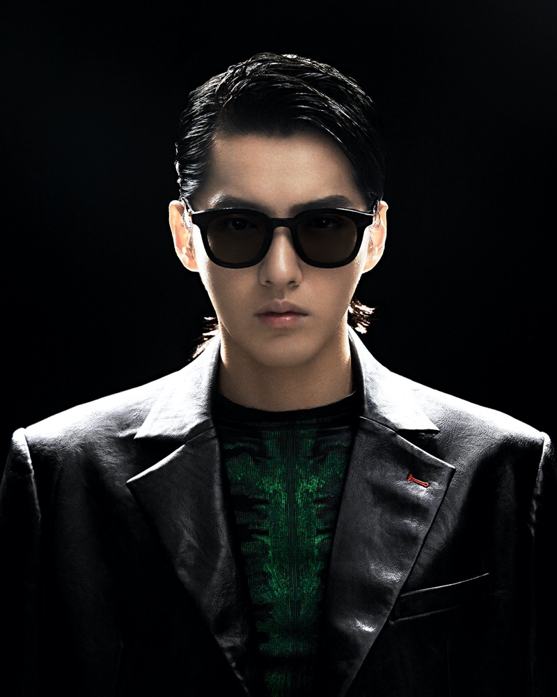 Showcasing a penchant for oversized shapes, Kris Wu dons the GW 004 01 versatile square sunglasses from his Gentle Monster collaboration.