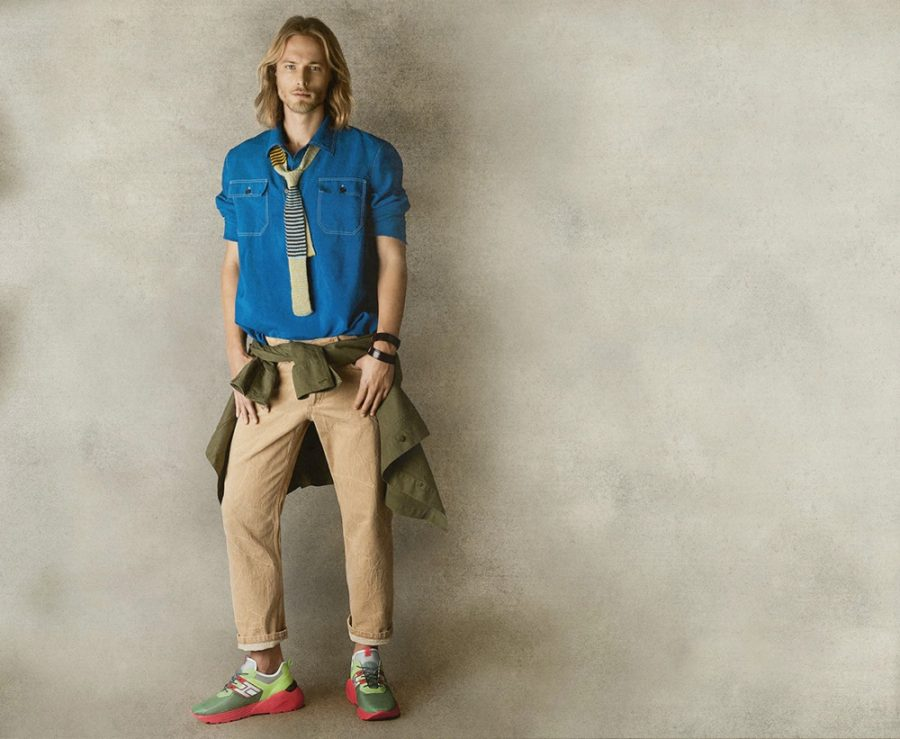 Going preppy, Luke Mählmann adds some color to his outfit of choice with Hogan sneakers.