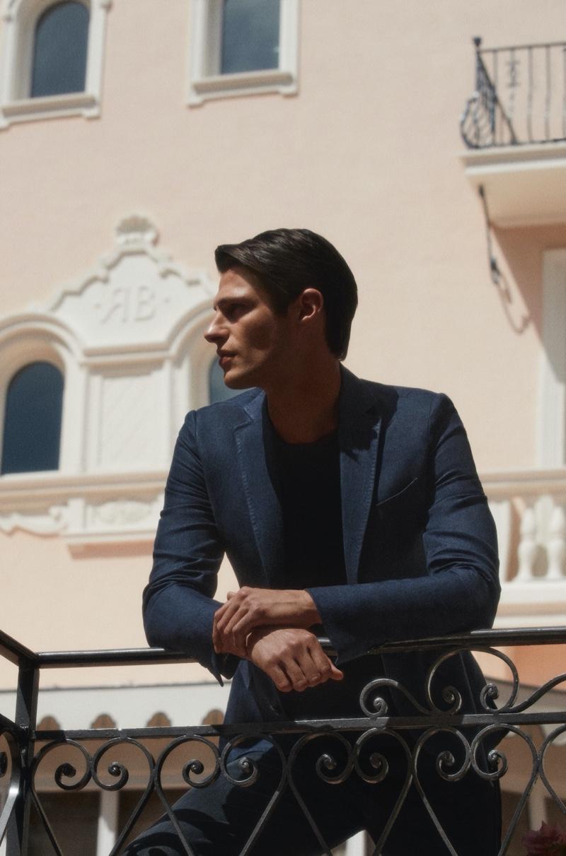 A sharp vision, Mattia Regonaschi dons a slim-fit linen suit and piqué t-shirt from Massimo Dutti.