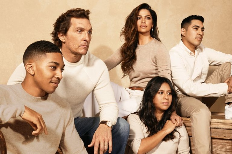 Posing with Just Keep Livin' Foundation alumnae, Matthew McConaughey and Camila Alves appear in a picture with Malik Diaz, Mara Gutierrez Salmeron, and Reyes Sena.