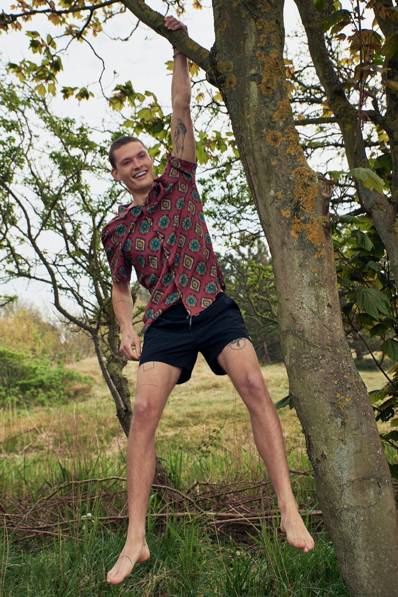William Los embraces casual summer style from Pull & Bear.